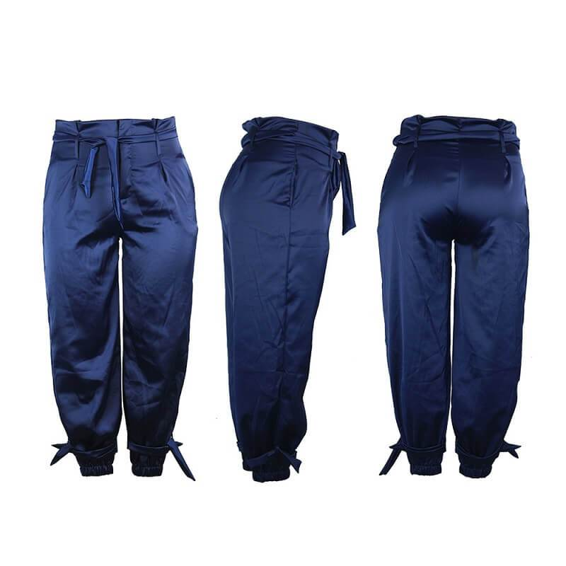 Plus Size Baggy Jeans - model picture