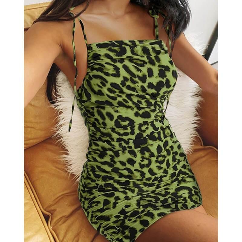 Plus Size V-neck Bag Hip Dress - green color