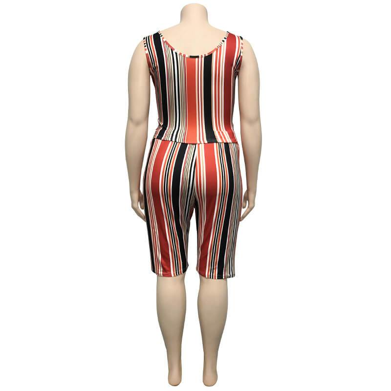 Plus Size Women Yoga Sportswear Sets - red behind